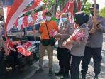 polres-pamekasan-membeli-bendera-merah-putih-yang-dijual-pkl-di-pamekasan.jpg