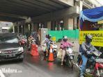 pos-pantauan-psbb-di-karang-pilang-surabaya-mengecek-kendaraan-yang-melintas.jpg