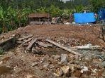 potret-reruntuhan-bangunan-akibat-gempa-bumi-di-desa-jogomulyan-kabupaten-malang.jpg