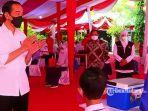 presiden-jokowi-saat-meninjau-vaksinasi-pelajar-di-smpn-3-mejayan.jpg