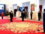 presiden-jokowi-saat-prosesi-penganugerahan-kehormatan.jpg