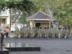 proses-apel-pasukan-operasi-ketupat-semeru-2021-di-halaman-mapolres-sampang-rabu-552021.jpg