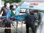 proses-evakuasi-jenazah-karmidi-dari-masjid-baiturrahman-di-jl-mayor-bismo.jpg