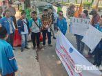 puluhan-aktivis-pmii-tuban-berorasi-di-depan-kantor-kpu-tuban-memberikan-dukungan.jpg