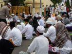 puluhan-anggota-fpi-sampang-mengunjungi-mapolres-sampang-jalan-jamaluddin-kecamatan-sampang.jpg