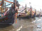 puluhan-perahu-milik-nelayan-desa-tanjung.jpg
