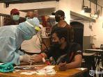 rapid-test-pengunjung-cafe-di-kota-surabaya.jpg