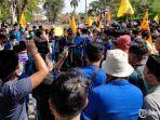 ratusan-aktivis-pmii-pamekasan-melakukan-demonstrasi1.jpg