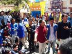 ratusan-massa-aktivis-pmii-iain-madura-saat-menggeruduk-kampus.jpg