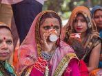 ratusan-orang-india-nekat-minum-urin-sapi-untuk-menangkal-covid-19.jpg