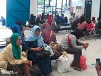 ratusan-penumpang-menunggu-kelengkapan-berlayar-kapal.jpg