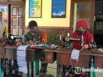 relawan-covid-19-di-jalan-kh-mansyur-desa-pabian-kecamatan-kota-sumenep.jpg