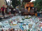 ribuan-botol-miras-dimusnahkan-dengan-cara-dilindas.jpg
