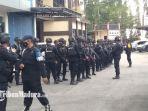 rombongan-terakhir-satu-kompi-brimob-polda-jatim-meninggalkan-polres-bangkalan.jpg