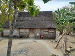 rumah-milik-giman-yang-berada-di-kabupaten-ngawi-yang-diduga-digeser-oleh-jin.jpg