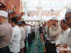 salat-gaib-di-masjid-agung-sampang1.jpg