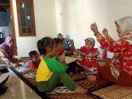 saminten-mengajar-di-playgroup-wijaya.jpg
