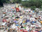 sampah-berserakan-di-tepi-jalan-nasional-gresik.jpg