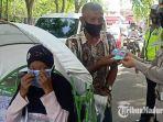 satlantas-polres-pamekasan-madura-membagikan-masker-dan-hand-sanitizer-gratis.jpg
