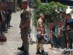 sejumlah-anak-jalanan-yang-terjaring-razia-disuruh-baris-di-halaman-kantor-satpol-pp-kota-blitar.jpg