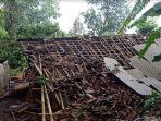 sejumlah-bangunan-di-bondowoso-rusak-akibat-diterjang-angin-puting-beliung-minggu-25102020.jpg