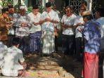 sejumlah-orang-melakukan-persiapan-menggali-liang-lahat-untuk-prosesi-pemakaman-khsalahuddin-wahid.jpg