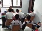 sejumlah-pelajar-yang-terjaring-razia-mendapat-pembinaan-di-kantor-satpol-pp-kota-blitar.jpg