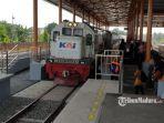 sejumlah-penumpang-antre-menunggu-ka-doho-stasiun-mojokerto.jpg