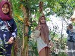 sekelompok-pecinta-alam-saat-menanam-pohon-sengon-di-desa-padelegan-kabupaten-pamekasan.jpg