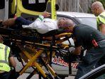 seorang-korban-penembakan-di-selandia-baru-mendapat-perawatan.jpg