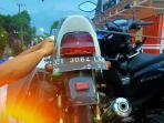 sepeda-motor-yang-mengalami-kecelakaan-lalu-lintas-di-jalan-raya-desa-simo.jpg