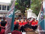 situasi-demonstrasi-mahasiswa-menuntut-pencabutan-ruu-kpk-di-dprd-jombang.jpg