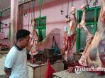 suasana-di-lapak-daging-sapi-di-pasar-kolpajung-pamekasan-kamis-2542019.jpg