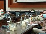 suasana-hearing-komisi-e-dprd-jatim-yang-membahas-kasus-covid-19-bangkalan.jpg