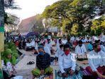 suasana-para-jemaah-saat-salat-ied-di-masjid-agung-asy-syuhada.jpg
