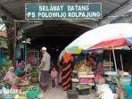 suasana-pasar-kolpajung-pamekasan-madura-jumat-2252020.jpg