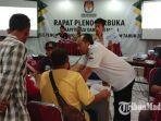 suasana-proses-rekapitulasi-suara-pemilu-2019-tingkat-kabupaten-pamekasan-di-aula-gedung-pkpri.jpg