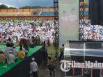 suasana-ribuan-jamaah-yang-menghadiri-acara-istighatsah-kubro-bersama-kh-maruf-amin.jpg