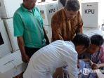 suasana-saat-kotak-suara-pemilu-2019-dibuka-di-gungan-logistik-kpu-pamekasan.jpg