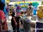 suasana-saat-masyarakat-menerima-bantuan-air-bersih-dari-frpb-dan-rapi-pamekasan.jpg
