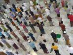 suasana-saat-masyarakat-pamekasan-salat-tarawih-di-masjid-agung-asy-syuhada-pamekasan.jpg