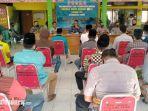 suasana-saat-puluhan-masyarakat-desa-tlonto-ares-melakukan-audiensi-di-aula-kantor-kecamatan-waru.jpg
