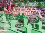 tempat-pemakaman-umum-tpu-di-rw-05-kota-madiun-dicat-warna-warni-makam-warna-warni.jpg