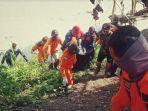 tim-sar-gabungan-menemukan-jenazah-tenggelam-tiga-hari-di-sungai-bengawan-solo-bojonegoro.jpg
