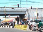 tl-bawah-jembatan-layang-waru-sidoarjo-dioperasikan-kembali-kamis-3052019.jpg