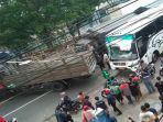 truk-dan-bus-po-tentrem-kecelakaan-di-jalan-raya-randuagung-singosari-malang.jpg