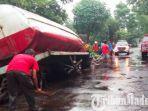truk-tangki-berisi-tetes-tebu-milik-pt-cheil-jedang-indonesia-cji-jombang-terguling.jpg