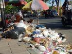 tumpukan-sampah-di-pinggir-jalan-di-pamekasan-jumat-13112020.jpg