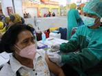 vaksinasi-covid-19-di-pasar-besar-madiun.jpg