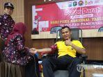 waka-polres-pamekasan-kompol-moh-asrori-khadafi-saat-melakukan-donor-darah.jpg